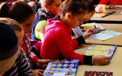 Rechizite pentru 400 de copii din centrele de zi ale FRCCF