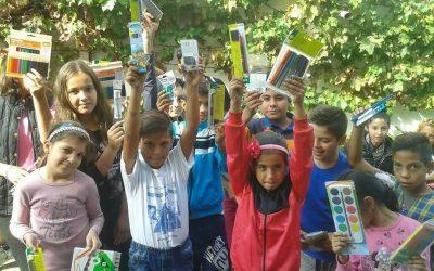 """""""Un nou început de şcoala"""" cu rechizite pentru copiii centrelor de zi ale FRCCF"""